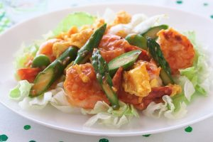 アスパラガスと卵のエビチリ炒め