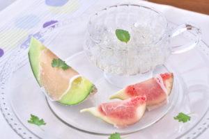 夏フルーツと生ハムの前菜・日本酒ジュレ添え