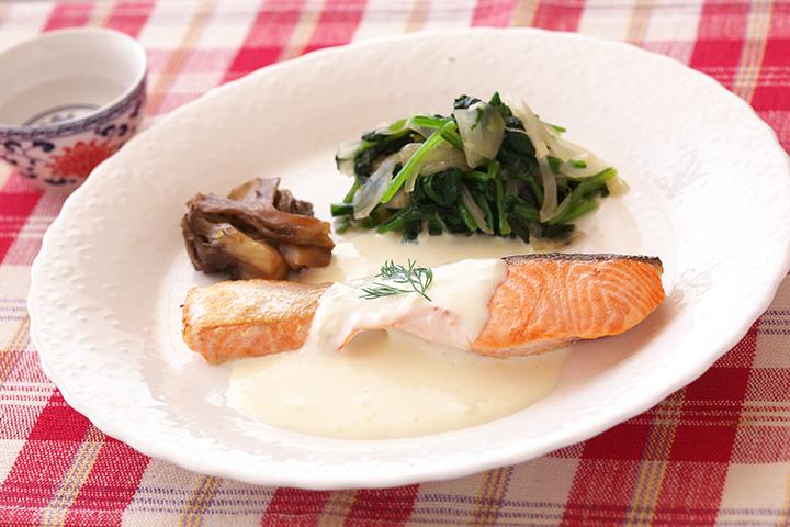 秋鮭のポワレ日本酒のクリーミーソースかけ