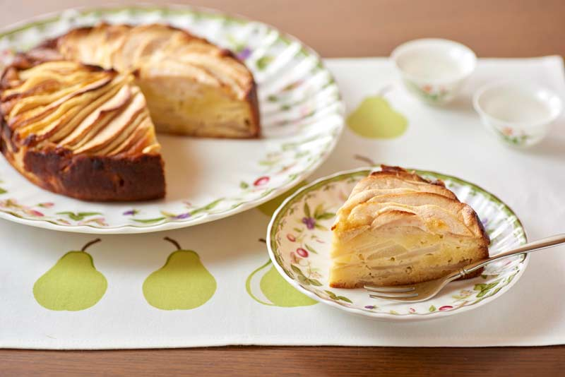 洋梨とりんごのアーモンドケーキ